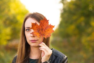 autumn-the-girl-is-holding-a-fallen-maple-leaf-in-her-hand_t20_doJdRb72